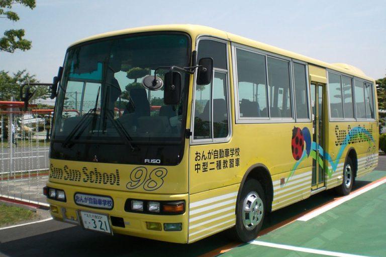中型二種免許の教習車